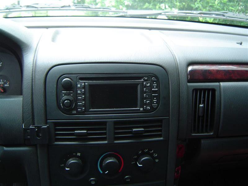 Jeeps Limited - iPod-RB1 Integration (WJ)